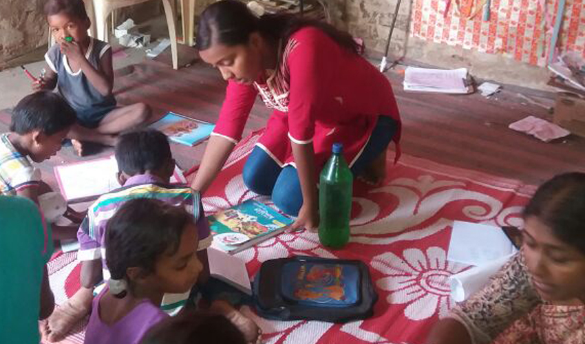 Art and Craft sessions alongwith Hindi Lessons at Gomoh